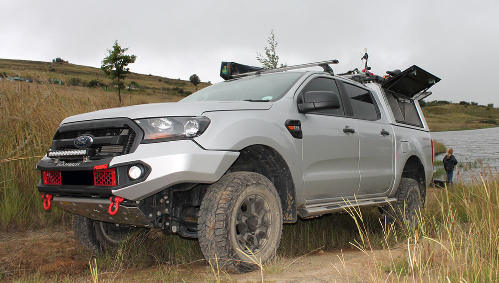 RSI-SMARTCANOPY®-Ford-Ranger-Canopy-DCab-Moondust-Silver-Fishing
