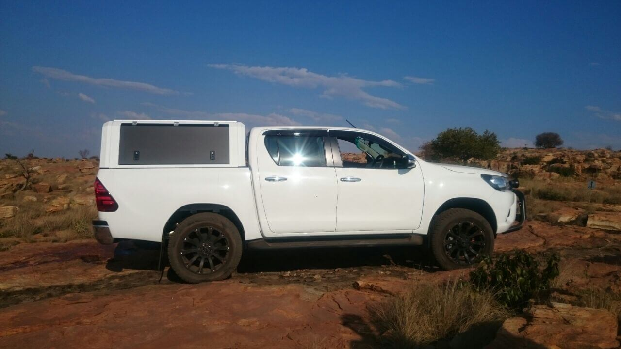 RSI SMARTCANOPY® - Toyota Hilux Canopy - DCab - Glacier White With Black Gull Wings